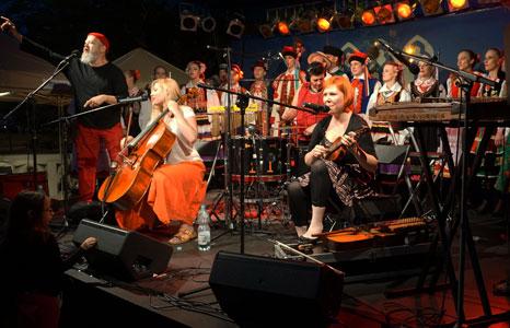 http://www.folk.pl/img/banery/Kody-i-Mody_wspolny-koncert_foto_300.jpg
